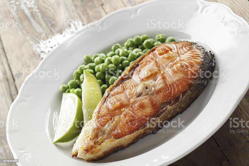 Roasted salmon steak royaltyfri bildbanksbilder