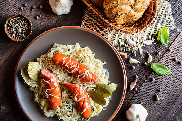 roasted sausages with steamed cabbage - choucroute photos et images de collection