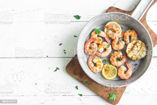 Roasted shrimps on pan picture id963542574?b=1&k=6&m=963542574&s=612x612&h=rbvz z13pgv7t2dh750a1ivwfmfpcxtjpk1lceoqgfu=