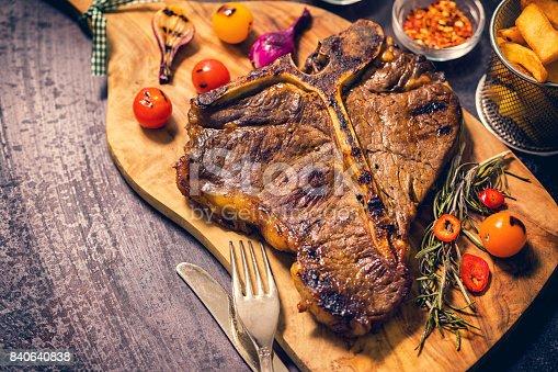 808351132istockphoto Roasted T-Bone Steak 840640838