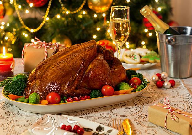 roasted turkey for christmas day - turchia foto e immagini stock