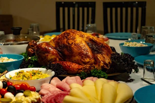 roasted turkey on holiday table, thanksgiving - pumpkin pie стоковые фото и изображения