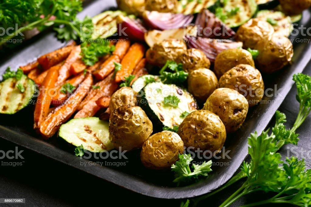 Gebratenes Gemüse auf Backblech – Foto