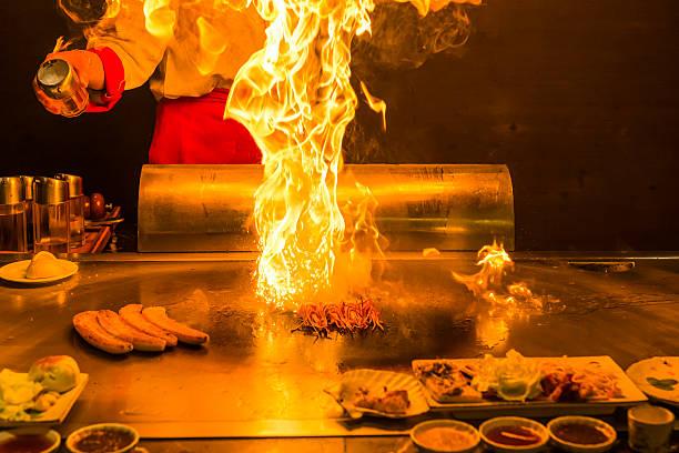 gebratene teppanyaki - teppan yaki grill stock-fotos und bilder