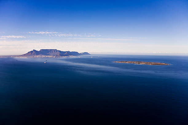robben island and table mountain, cape town - table mountain national park stock pictures, royalty-free photos & images