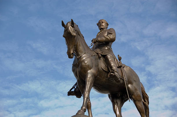 Robert E. Lee Statue of Robert E. Lee - Civil War General on the famous Monument Avenue of Richmond robert e. lee stock pictures, royalty-free photos & images