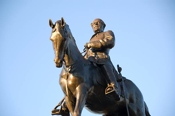 Robert E. Lee Statue #2 Statue of Robert E. Lee on the famous Monument Avenue in Richmond, Virginia robert e. lee stock pictures, royalty-free photos & images