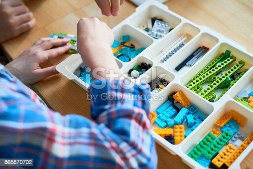 istock Robot construction kit 865870702