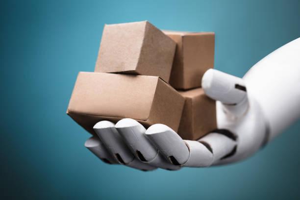 roboten håller pappkartonger - delivery robot bildbanksfoton och bilder