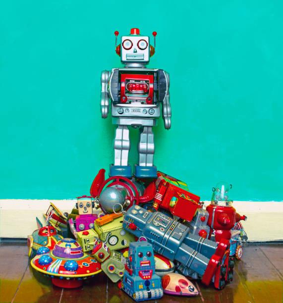 roboter-spielzeug - spielesammlung stock-fotos und bilder
