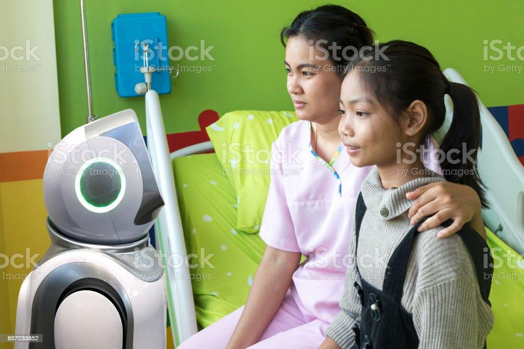 Roboter-Berater-Service-Technologie im Gesundheitswesen smart Krankenhaus, künstliche Intelligenz-Konzept. Roboter im Patientenzimmer. – Foto