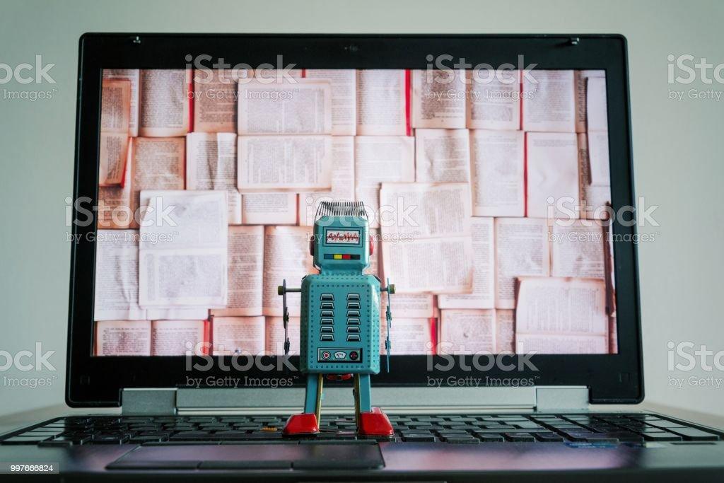 Roboter mit Bücher Bildschirm, big Data und tiefen Lernkonzept – Foto