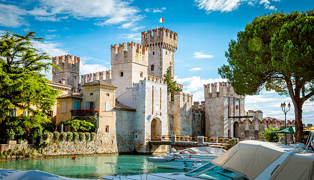 Rocca Scaligera castle in Sirmione town near Garda Lake – Foto