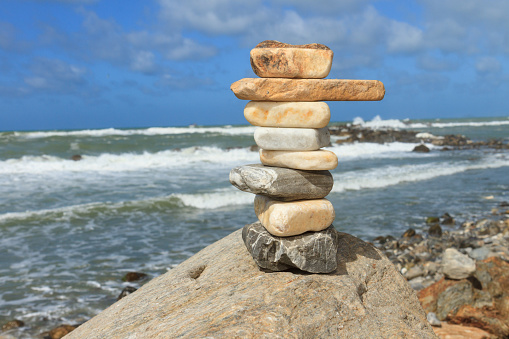 Rock balancing on the cliff