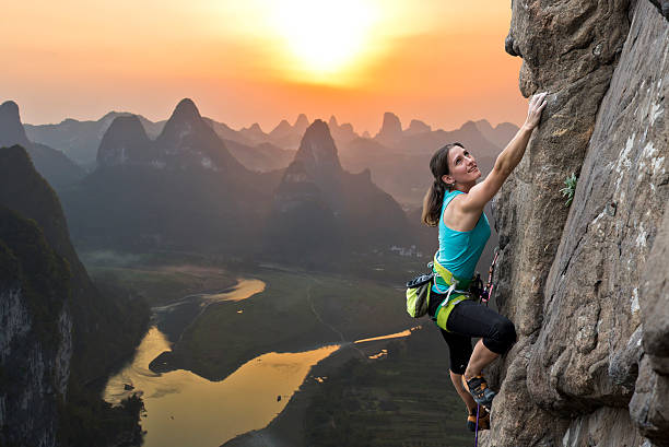 escalada em rocha na china - escalar - fotografias e filmes do acervo