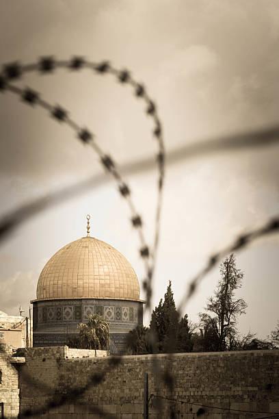 Rock Dome in Jerusalem hinter mit Zaun – Foto