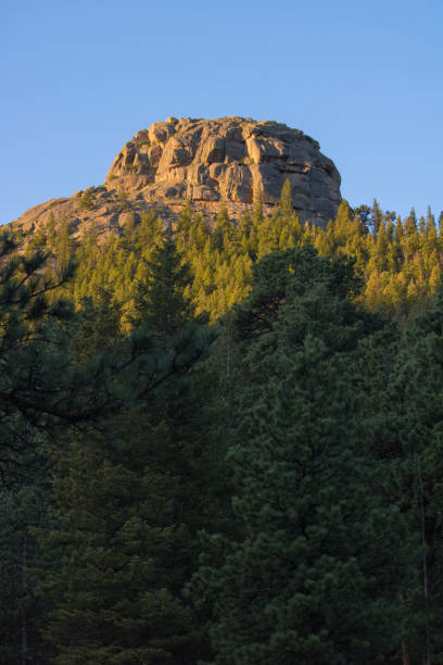 Rock formations at sunrise at Rocky Mountain National Park Rock formations at sunrise at Rocky Mountain National Park rocky mountain national park stock pictures, royalty-free photos & images