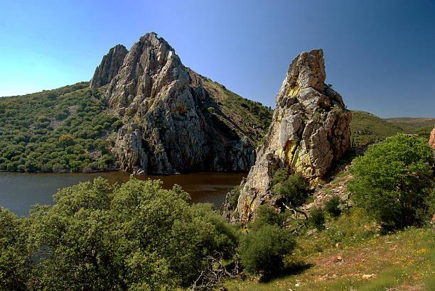 Formaciones rocosas en Monfrague Parque Nacional, España - foto de stock