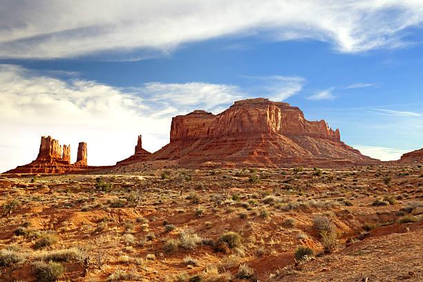 горы в долина монументов - плато стоковые фото и изображения