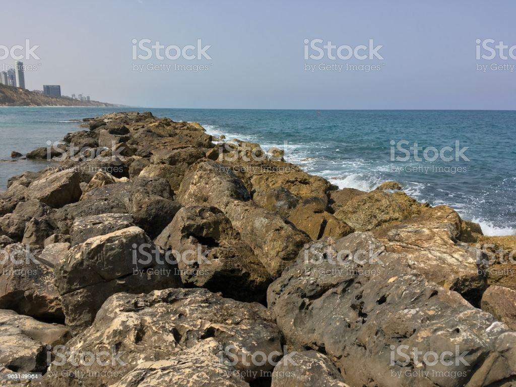 Rock i havsvatten - Royaltyfri Dag Bildbanksbilder