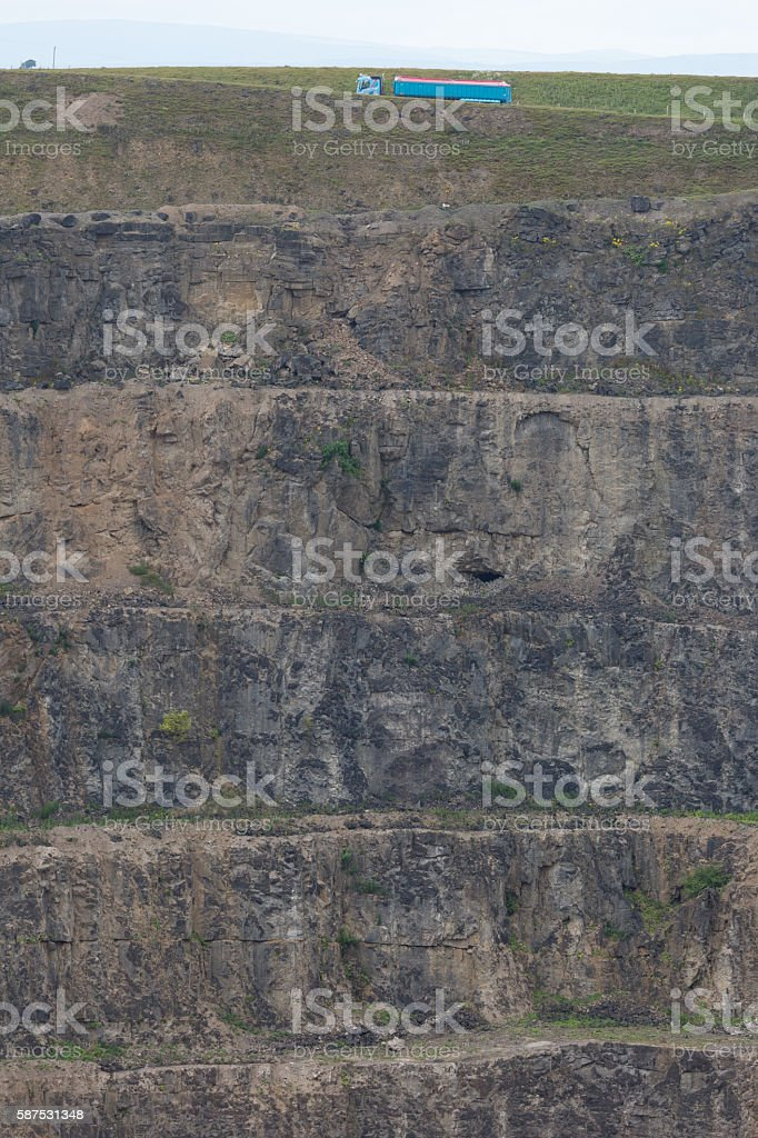 Foto de Rock Layers And Tracks In An Industrial Limestone