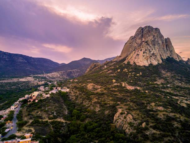 montaña de la roca aérea - queretaro fotografías e imágenes de stock