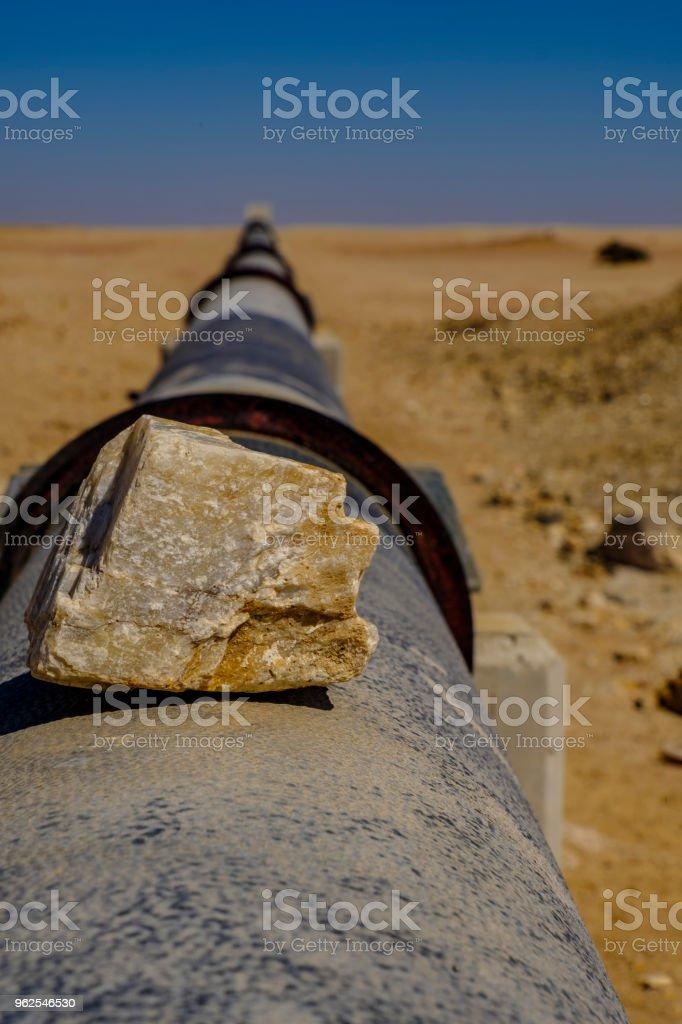 Rocha na tubulação de água do Namibe - Foto de stock de Acima royalty-free