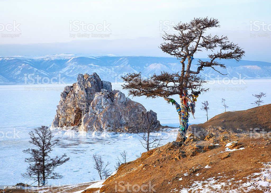 Rock Shamanka on Olkhon island in lake Baikal in winter – Foto
