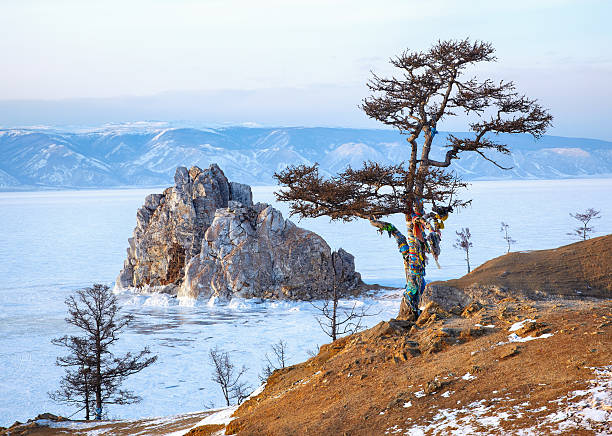 Rock Shamanka on Olkhon island in lake Baikal in winter – Foto