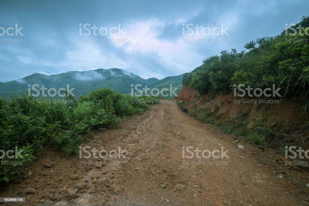 Camino De Piedra De Roca En Un Día Nublado Con La Impresión