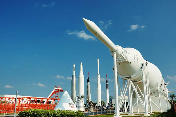 rocket garden im kennedy space center - kennedy space center stock-fotos und bilder