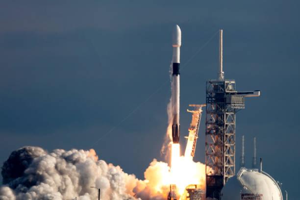 raketenstart - kennedy space center stock-fotos und bilder
