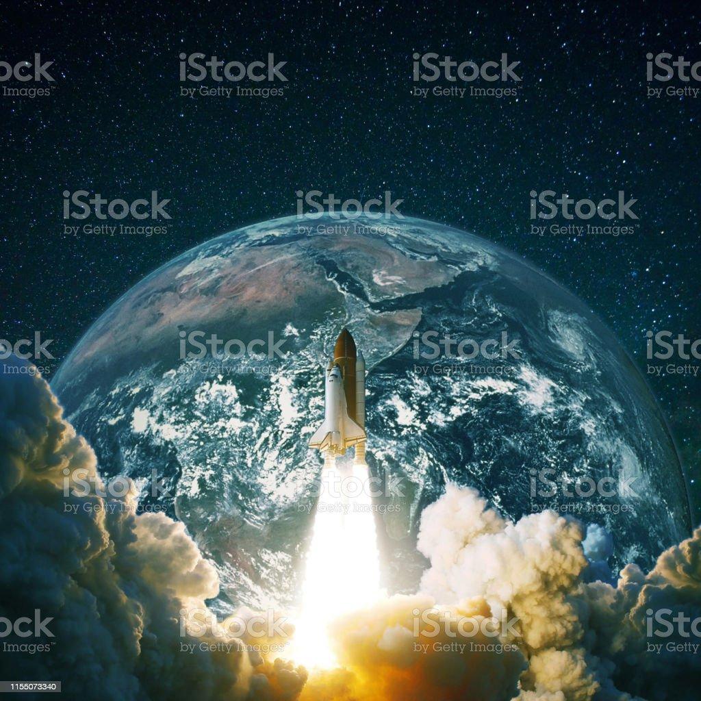 El Cohete Tierra Nave Vuela Despeda Espacial Del La Y Cerca Planeta thsQdr