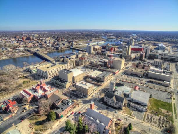 rockford, illinois en primavera, vista desde arriba por drone - illinois fotografías e imágenes de stock