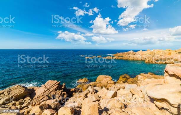 Rocks And Blue Sea In Costa Paradiso Shore - Fotografias de stock e mais imagens de Ao Ar Livre