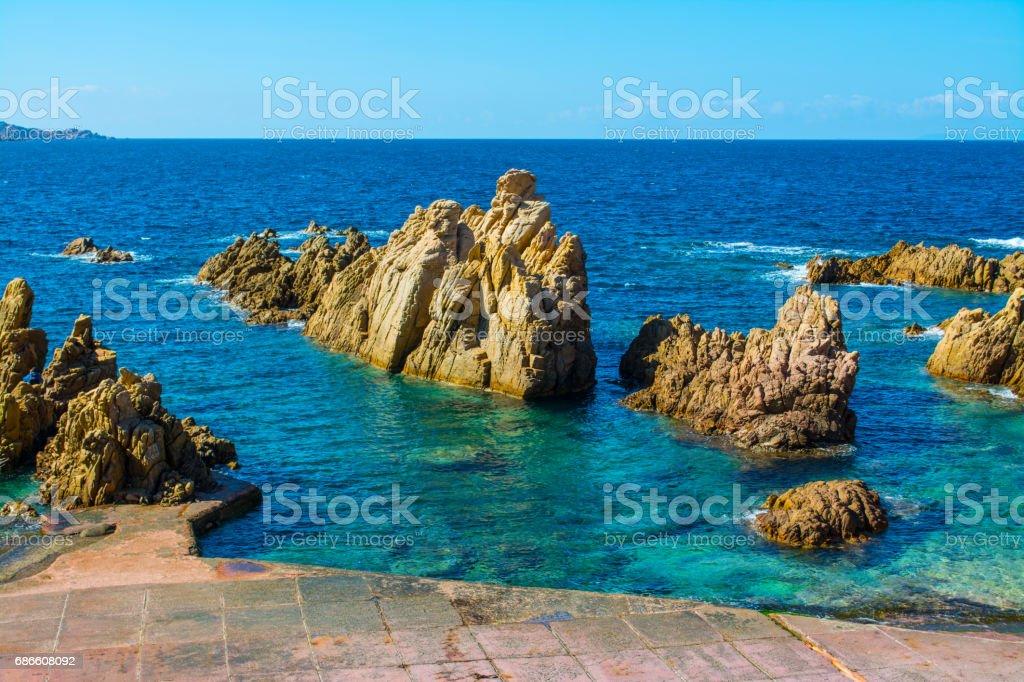 Rocks and blue sea photo libre de droits