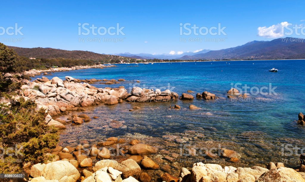 rocas y mar cerca de Ajaccio - foto de stock