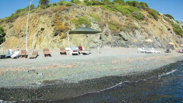 Deniz arka plan ünitesi kayalarda izole stok fotoğrafı