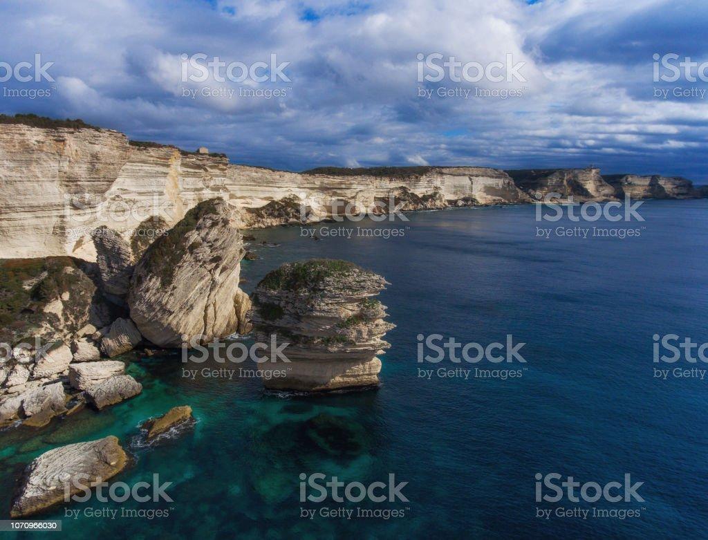 Rocas de la isla de la costa sur de Córcega, Francia - foto de stock