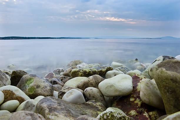 Rocks on the Strand in der Morgendämmerung – Foto