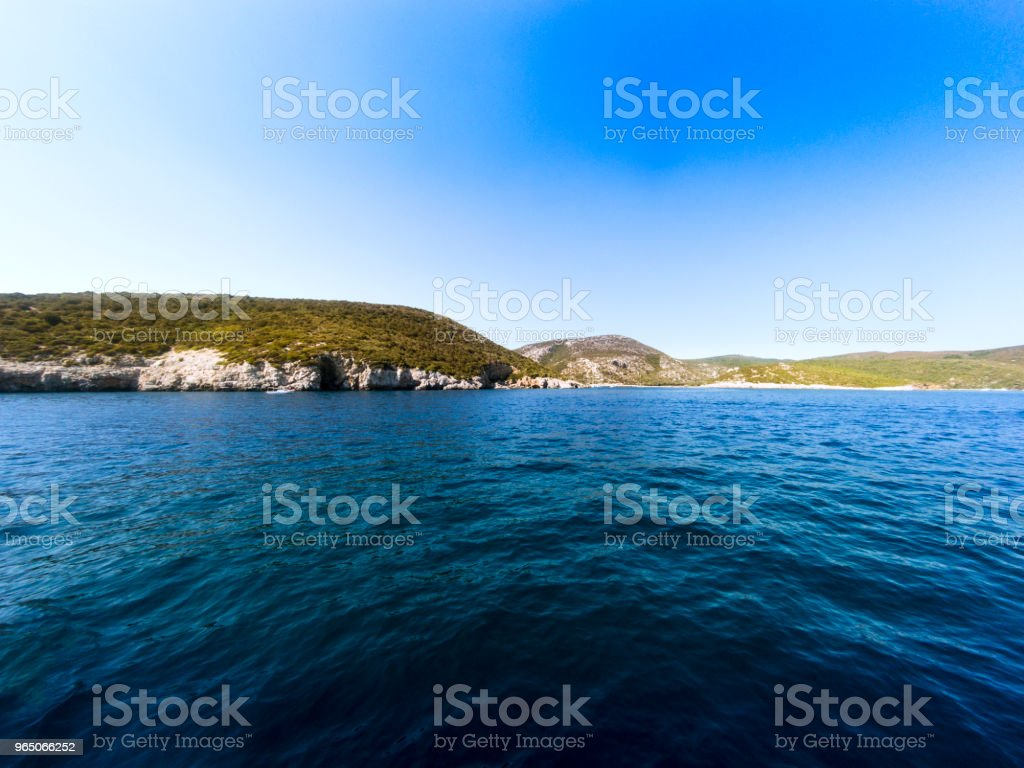 Rocks sea and sky landsape zbiór zdjęć royalty-free