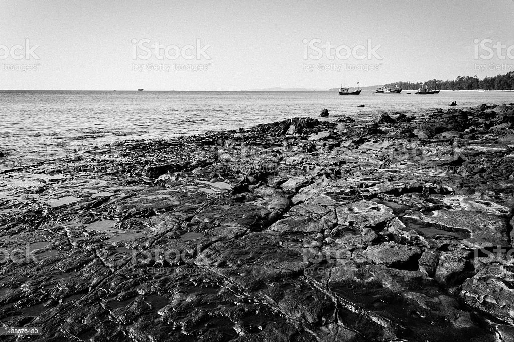 Rocce Con Mare Sullo Sfondo Nero E Bianco Fotografie Stock E Altre