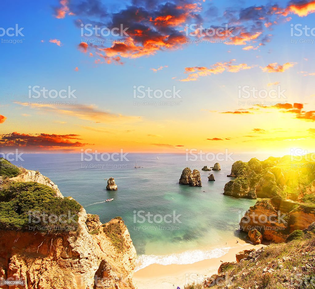 Rocky plage au coucher du soleil, Lagos, Portugal - Photo