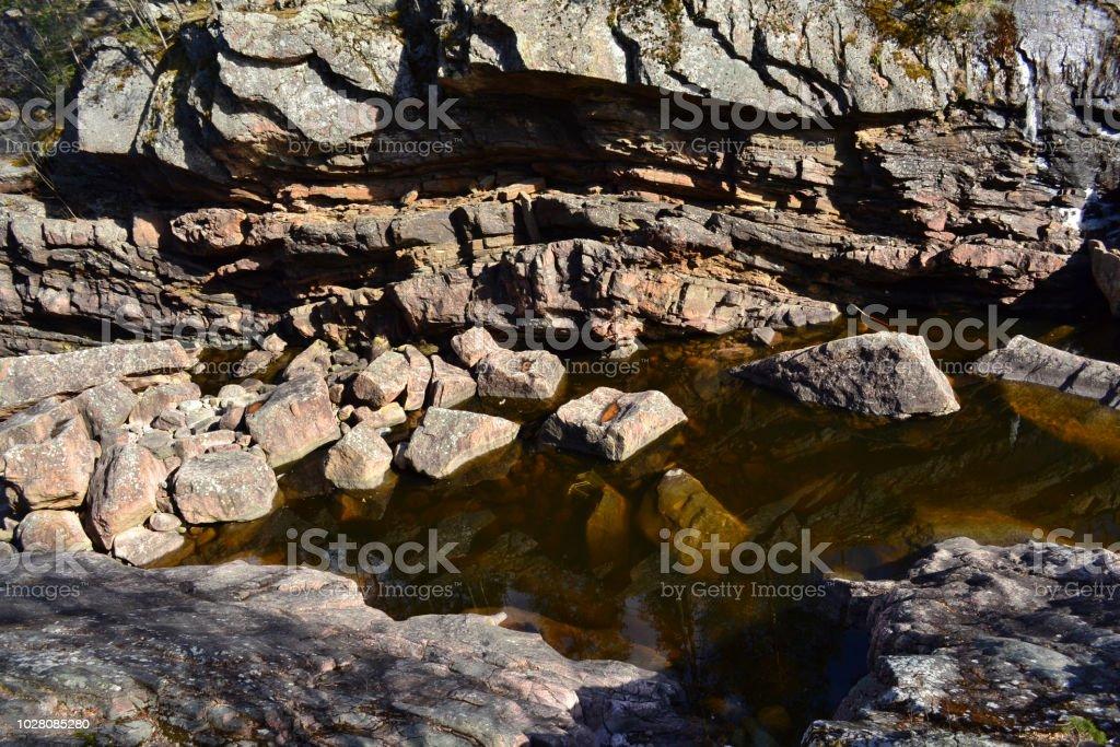 Botton rochoso do Rio finlandês no verão - foto de acervo