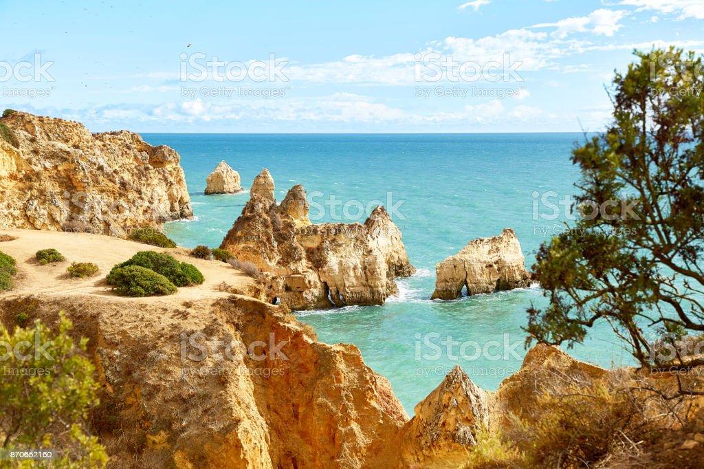 Rocky coast of Atlantic Ocean in Algarve - fotografia de stock