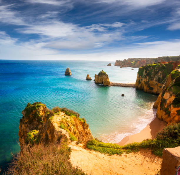 Costa rochosa de Lagos, Portugal - foto de acervo