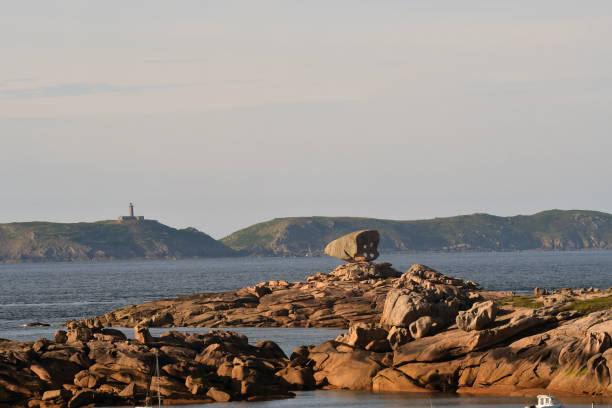 côte rocheuse - rocky coastline stock pictures, royalty-free photos & images