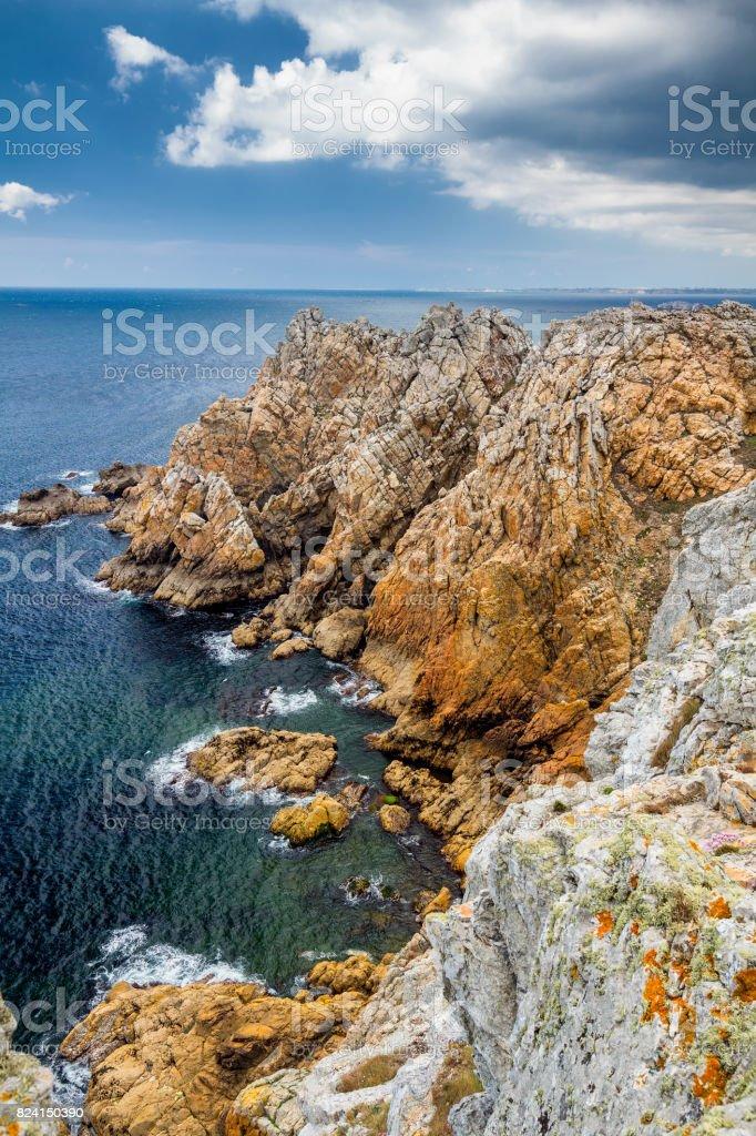 Rocky coastal scenery around Pointe de Pen-Hir in Brittany, France stock photo