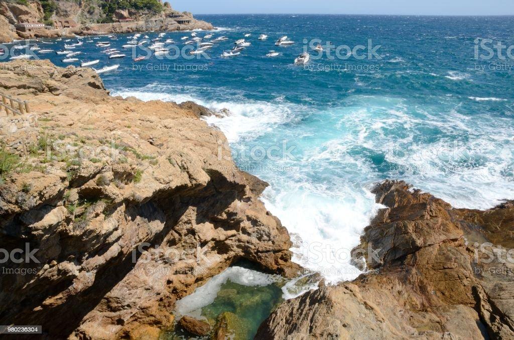 Cala rocoso en la costa de Gerona - foto de stock