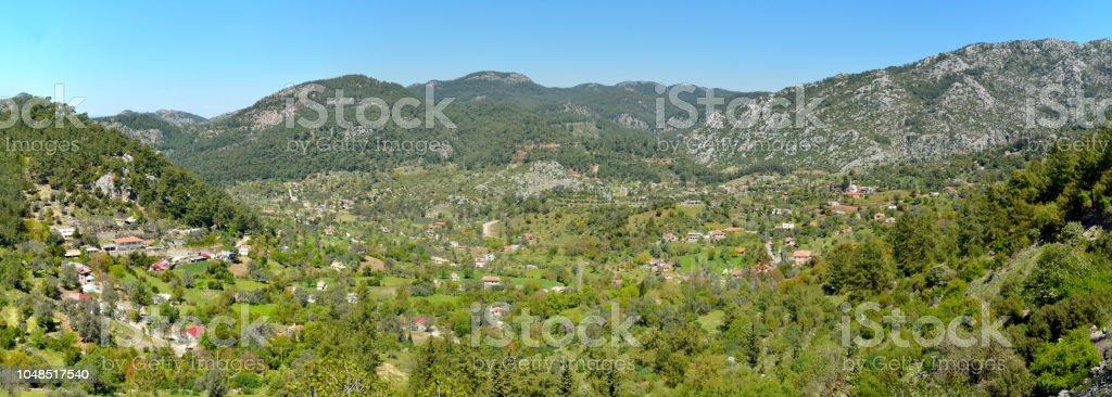 Kayalık manzara Bozburun Yarımadası'nın Türkiye'de Marmaris tatil beldesi yakınlarında müstahkem kalesinin tepesinde. stok fotoğrafı